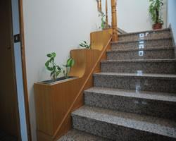 Scale complementi arredo per bagno soggiorno camera da for Fioriera a scala