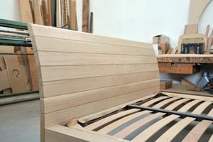 Progettazione arredamenti laccatura lucidatura impiallacciatura - Letto in legno grezzo ...